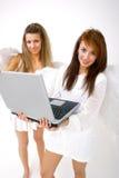 Ángeles con la computadora portátil Fotos de archivo libres de regalías