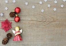 Ángeles de la Navidad en la madera Fotografía de archivo