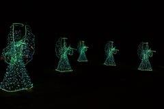 Ángeles de la Navidad en un fondo negro Fondo Fotografía de archivo