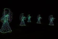 Ángeles de la Navidad en un fondo negro Fondo Fotos de archivo
