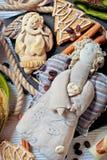 Ángeles hechos a mano con el árbol de navidad del pan de jengibre fotografía de archivo