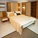 Ángulo de madera del dormitorio Fotografía de archivo