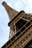 Ángulo inferior de la torre Eiffel Imagen de archivo libre de regalías
