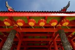 Ángulo inferior del templo chino Imagenes de archivo