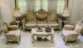 Ángulo superior de una sala de estar que frecuenta clásica Imagen de archivo