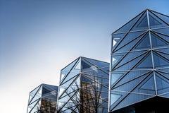 Ángulos geométricos de edificios modernos. Al aire libre. imagen de archivo