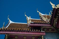 Ápice del aguilón de la iglesia en Wat Benchamabophit, el templo de mármol Bangkok, Tailandia Fotografía de archivo libre de regalías