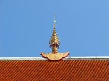 Ápice del aguilón en la azotea del templo Imagen de archivo libre de regalías