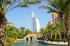 Árabe do Al de Burj e Madinat Jumeirah, Dubai fotografia de stock royalty free