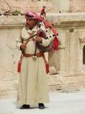 Árabe jordano que juega música tradicional foto de archivo