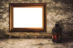 Árabe ou Marrocos iluminado do estilo da lanterna com quadro de madeira foto de stock royalty free