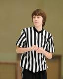 Árbitro adolescente del baloncesto Fotos de archivo libres de regalías