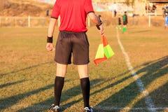 Árbitro assistente do futebol na ação Fotos de Stock