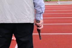 Árbitro com uma pistola Fotografia de Stock Royalty Free