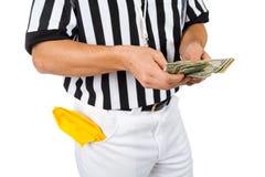 Árbitro: Contando o dinheiro de um subôrno Fotografia de Stock