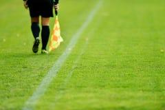 Árbitro do assistente do futebol Imagens de Stock