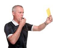 Árbitro que mostra o perfil do lado do cartão amarelo Foto de Stock Royalty Free