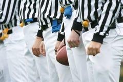 Árbitros del fútbol americano fotos de archivo