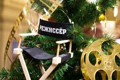 Árbol adornado de Chrismas, pino, Año Nuevo Se traduce la palabra - director de cine, cineasta imagen de archivo libre de regalías