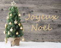 Árbol adornado de oro, Joyeux Noel Means Merry Christmas Imagen de archivo libre de regalías