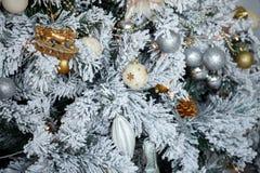 Árbol adornado, fondo de la Navidad y del Año Nuevo de la Navidad Imagenes de archivo