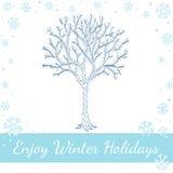 Árbol al aire libre que brilla intensamente adornado con Garland Light Fotografía de archivo libre de regalías