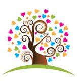 Árbol con insignia de los corazones Imagenes de archivo