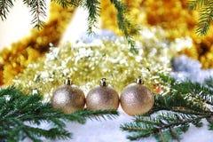 Árbol de abeto con los juguetes de la Navidad Fotografía de archivo
