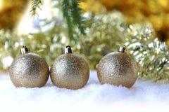 Árbol de abeto con los juguetes de la Navidad Fotos de archivo libres de regalías