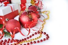 Árbol de abeto con los juguetes de la Navidad Fotos de archivo