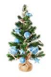 Árbol de abeto de la Navidad adornado con los juguetes y las decoraciones de la Navidad Foto de archivo libre de regalías