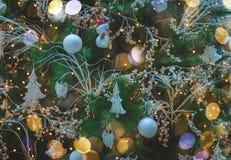 Árbol de abeto de la Navidad con las decoraciones Fotografía de archivo