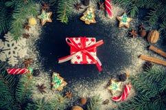 Árbol de abeto de la Navidad en fondo de la pizarra Imágenes de archivo libres de regalías