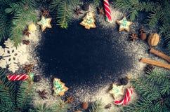 Árbol de abeto de la Navidad en fondo de la pizarra Imagen de archivo libre de regalías