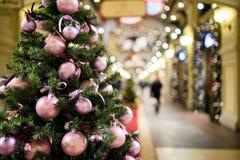 Árbol de abeto del Año Nuevo adornado Imagen de archivo