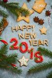 Árbol de abeto del caramelo del pan de jengibre de la tarjeta de felicitación del fondo del Año Nuevo de la Navidad Imagen de archivo