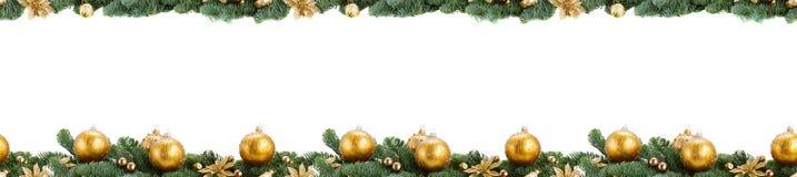 Árbol de abeto imperecedero y bola roja de la Navidad Imagen de archivo