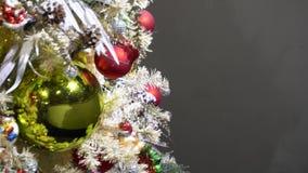 Árbol de abeto de la Navidad con las decoraciones metrajes