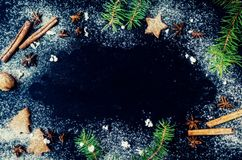 Árbol de abeto de la Navidad en fondo de la pizarra Foto de archivo libre de regalías