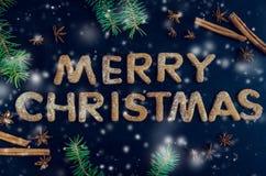 Árbol de abeto de la Navidad en fondo de la pizarra Imagenes de archivo