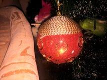 Árbol de Cristmas de la bola Imágenes de archivo libres de regalías