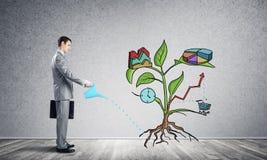 Árbol de dibujo de riego del empresario con símbolos fotografía de archivo libre de regalías