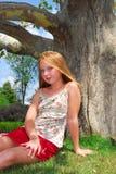 Árbol de la chica joven Fotografía de archivo