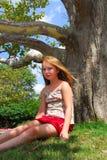 Árbol de la chica joven Imagen de archivo libre de regalías