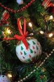 Árbol de la decoración de la Navidad, chucherías Foto de archivo libre de regalías