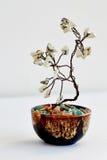 Árbol de la felicidad Feng Shui de un alambre con las piedras blancas Fotos de archivo