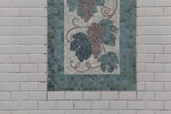 Árbol de las tejas de mosaico en la pared Fotos de archivo libres de regalías