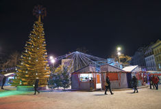 """Árbol de los """"Christmas del objeto del arte del  del love†en el cuadrado de Livu en Ri viejo Imágenes de archivo libres de regalías"""