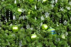 Árbol de navidad adornado Fotos de archivo