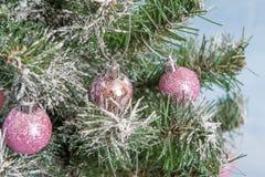 Árbol de navidad adornado Imagenes de archivo